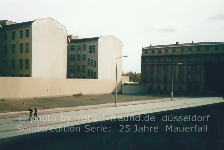 """25 Jahre Mauerfall 2014 am 9.November in Berlin.  Zwei Fotografie Sonder Editionen """"25 Jahre Mauerfall"""" 2014 von Fotograf Robert Freund in Berlin und Düsseldorf erschienen. Deutschland25."""